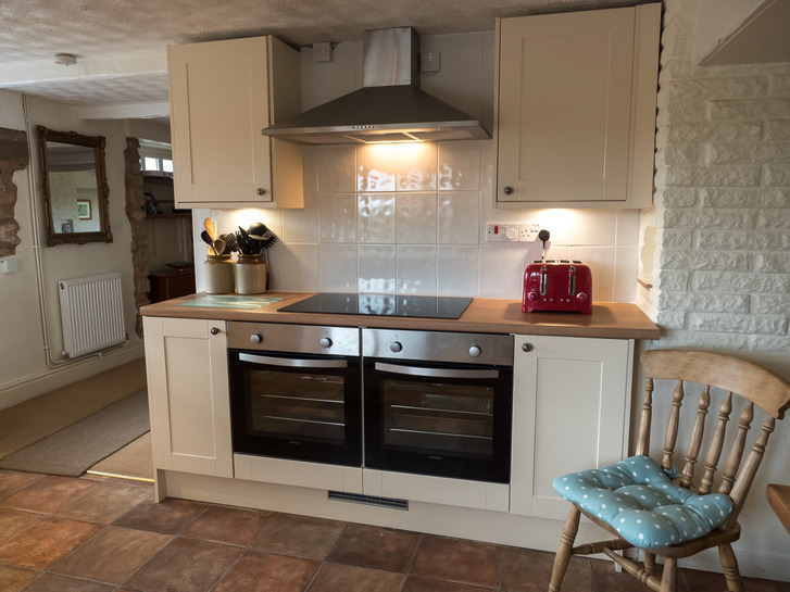 Double oven in kitchen of Higher Westcott. Self catering cottage for large group holidays in Devon