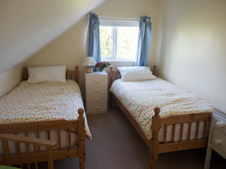Twin in Higher Westcott. Self catering holiday cottage in Devon for large groups
