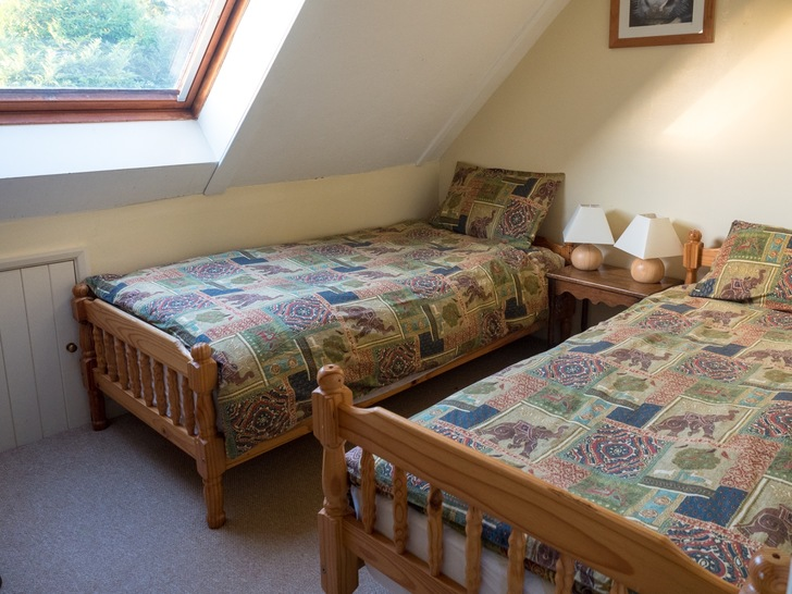 Twin bedroom in Dairy cottage. Self catering cottage for large group holidays in Devon